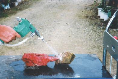 水石洗浄は盆栽・水石用スプレーガン使用例